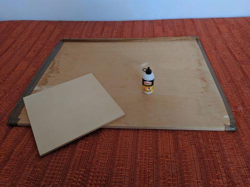 Materiali 1 - Base grande di legno per appoggio, base piccola per dividere i pezzi, colla vinilica.